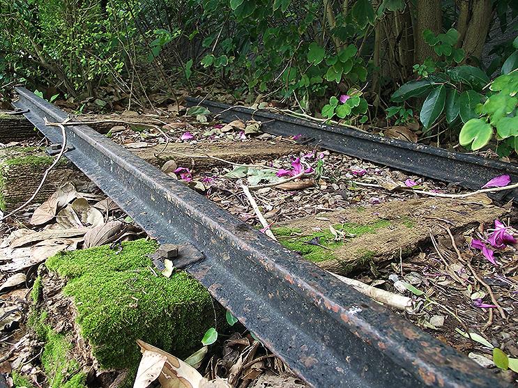 【懐景】沖縄を走った鉄道の残照(1)パイプライン通りの線路跡